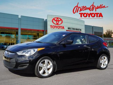Pre-Owned 2012 Hyundai Veloster Base FWD 3dr Coupe w/Black Seats